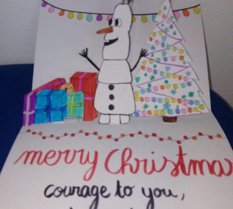 Des cartes de Noël envoyées à la reine d'Angleterre, à des personnes âgées dans une maison de retraite britannique et à des enfants hospitalisés aux Etats Unis