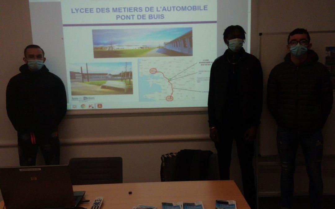 présentation des métiers de l'automobile du lycée Pont De Buis devant les élèves de 4ème et de 3ème du collège